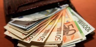 Правительство Испании к 2020 году увеличит минимальную зарплату до €850