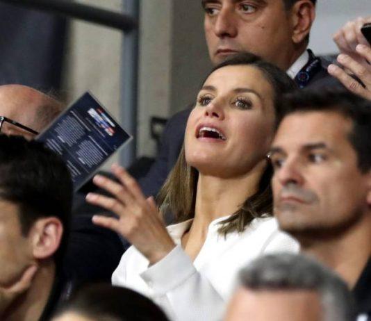 Королева Летисия поддержала испанских спортсменок, одевшись в цвета национальной команды