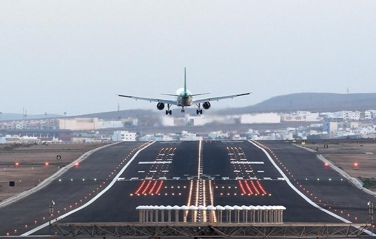 Канарские аэропорты принимают 61тыс пассажиров вдень
