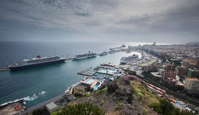 6 лайнеров и 12100 пассажиров принял столичный порт