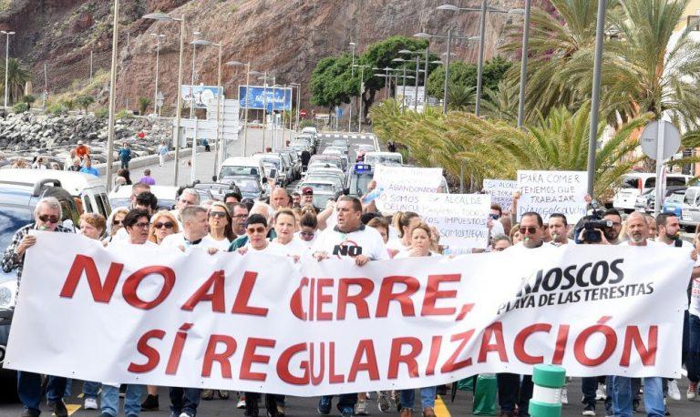 Около 200 человек выступили против закрытия киосков наЛас Тереситас