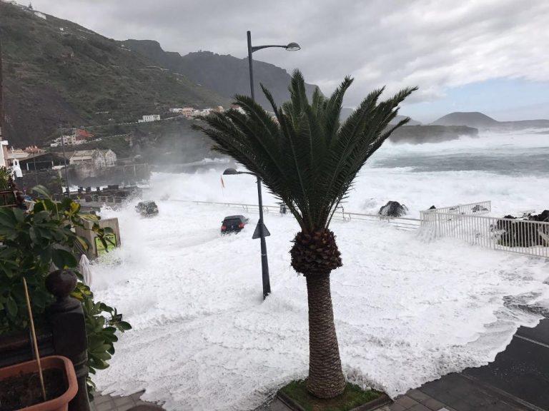 Волны обрушились наГарачико