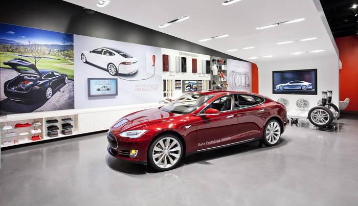 Tesla открывает свой первый автосалон вИспании