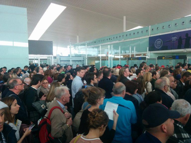 Многочасовые очереди напаспортном контроле ваэропорту Эль-Прат вБарселоне