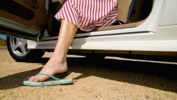 Испанские автолюбители получают штрафы заезду вшлепанцах