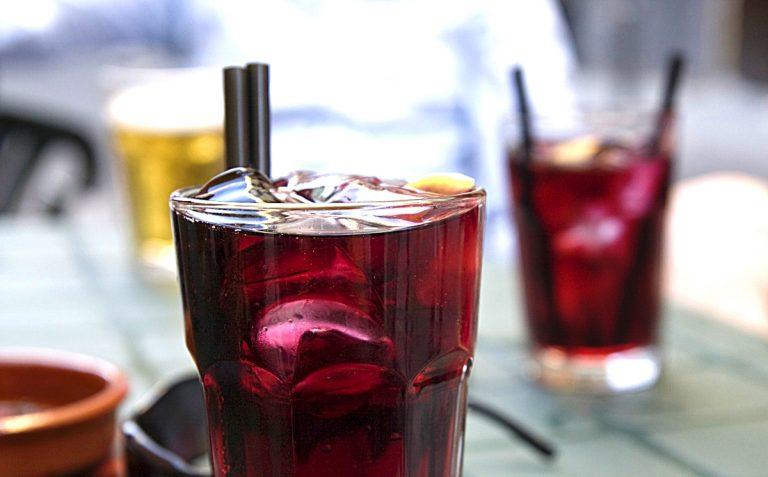 Идеальный тинто деверано: вино, содовая илед