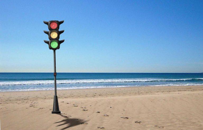 Наканарском пляже установят светофор для купающихся