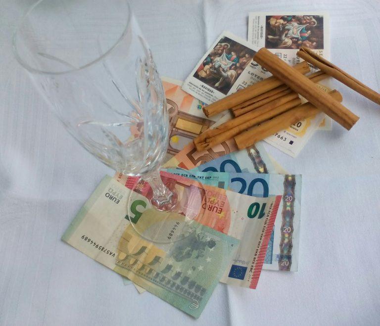 Способы, которыми испанцы привлекают удачу вРождественской лотерее