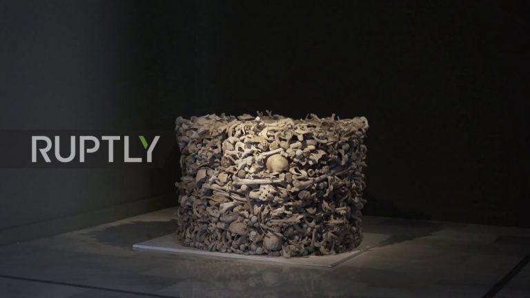 НаГран Канарии выставили скульптуру изчеловеческих костей