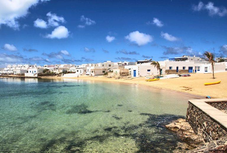 Власти Испании планируют открыть границы для иностранных туристов весной 2021года.