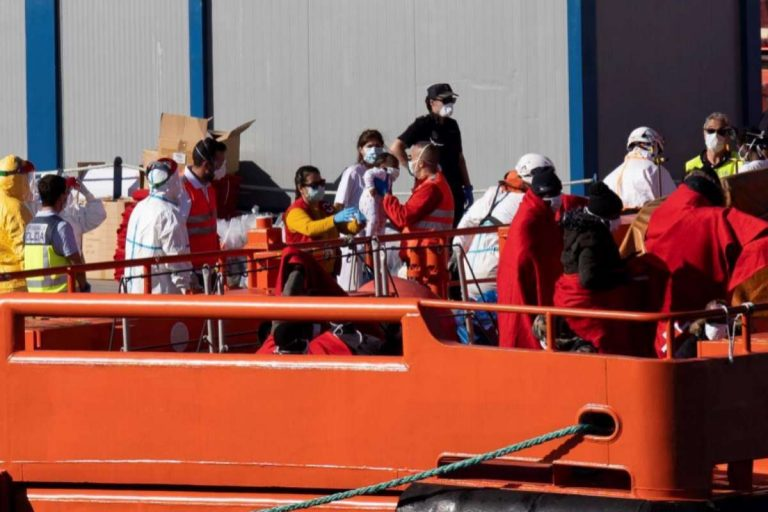 Испания пытается депортировать нелегалов, заражённых COVID-19
