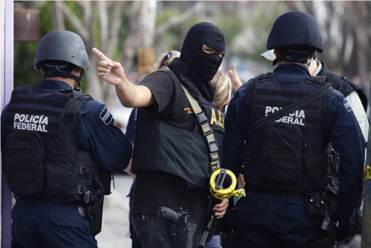 Испанская полиция задержала 20человек поподозрению внелегальной перевозке мигрантов